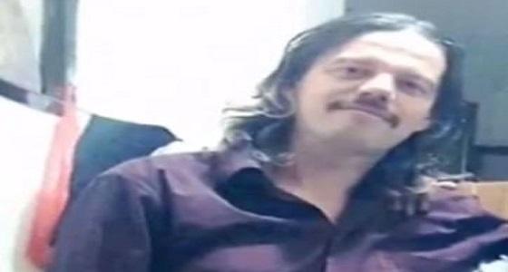 بالفيديو.. قصة فنان مجري اعتقله الحوثيون بعد اعتناقه الإسلام وأذاقوه صنوف العذاب