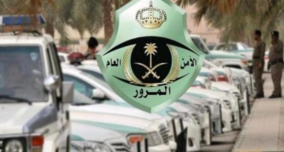 المرور: تنقلك بين المسارات يزيد الازدحام المروري