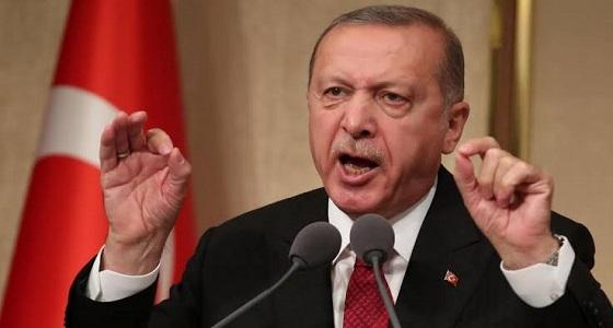 """بالفيديو.. الأتراك ينقلبون على أردوغان: """"سئمنا من إهانتك وصياحك """""""