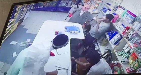 بالفيديو.. القبض على المتهمين في هجوم وسرقة محل تموينات بالرياض