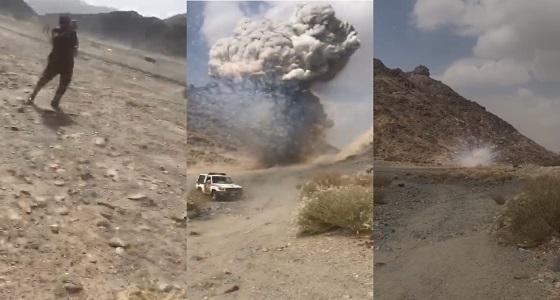 قبل العيد.. شاهد لحظة انفجار ألعاب نارية مهربة من اليمن بطريقة مروعة