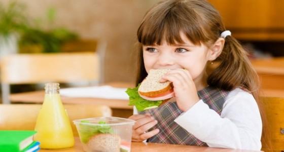الأكلات المصنعة والسريعة تصيب الطفل بالحساسية