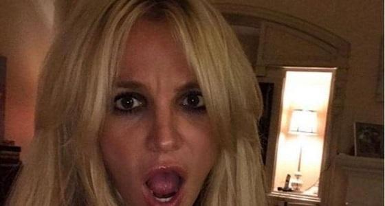 """مغنية أمريكية تهاجم الباباراتزي بسبب """" البكيني """""""