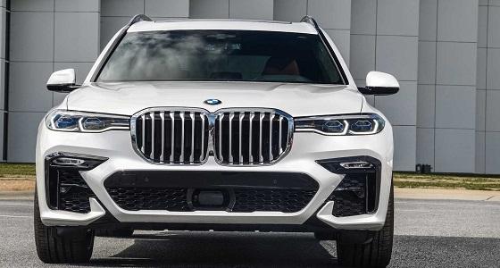 خبراء يكشفون سر تكبير شبك السيارات الجديدة