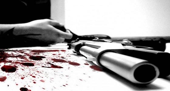 حزنًا على وفاة صديق عمره.. شاب يطلق النار على نفسه!