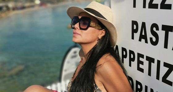 بالصور.. رانيا يوسف في البحر بإطلالة جريئة