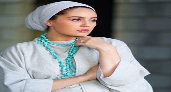 بالصورة..الفاشينيستا آسيا تثير الجدل بـ «التاتو» بعد خلعها الحجاب