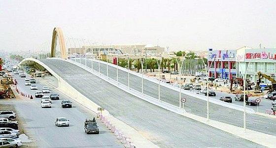 حادث يُعيق الحركة المرورية على طريق الملك عبدالعزيز