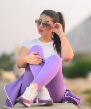 الإعلامية الكويتية علا شفيع تستمتع بالأجواء
