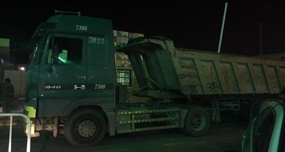 بالصور.. الإطاحة بسائق شاحنة نجران الذي كان يقودها عكس السير