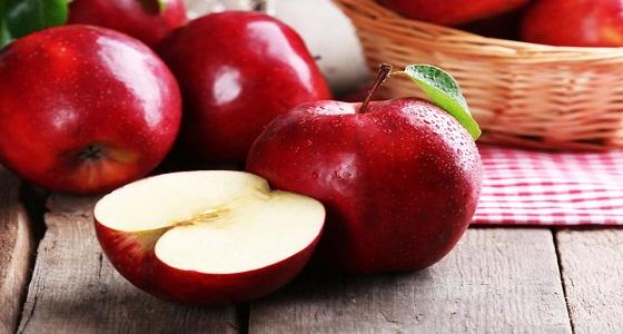 أبرزها الأفوكادو والتفاح.. فاكهة تساعد على حرق دهون البطن