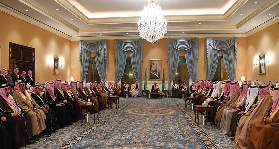 أمير تبوك يلتقي أهالي المنطقة في جلسته الأسبوعية