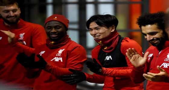 «هنوا أبو الفصاد»..لاعبو ليفربول يهنئون أحد أفرد الجهاز الفني بـ 12 لغة