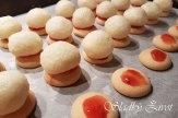 Kokosové klobúčiky, nepečené cukrovinky, drobné koláčiky, vianočné pečenie