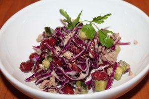 tuniakový šalát, kapustový šalát, šalát z červenej kapusty, zeleninový šalát, fazuľový šalát, sladký život