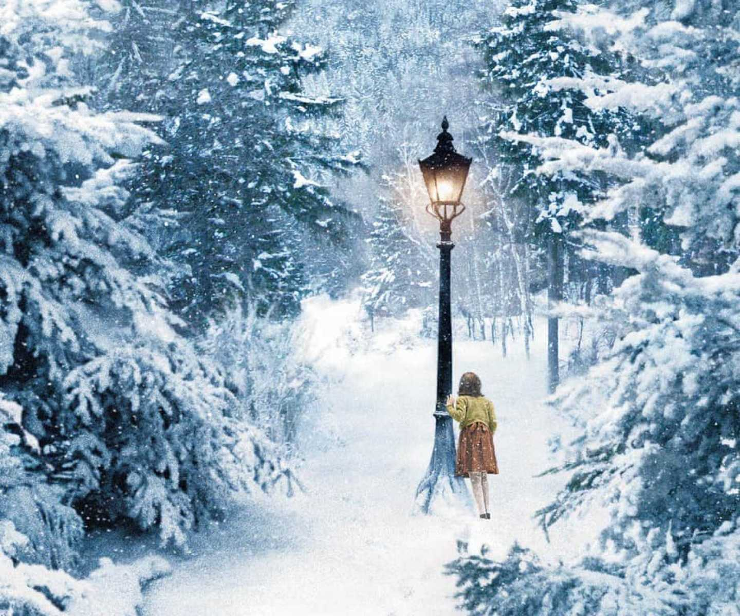 NARNIA LAMPPOST LUCY