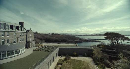 THE LOBSTER, YORGOS LANTHIMOS (2015) hotel by the sea