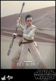Hot Toys - Star Wars - The Force Awakens - Rey & BB-8 Collectible Set_PR11