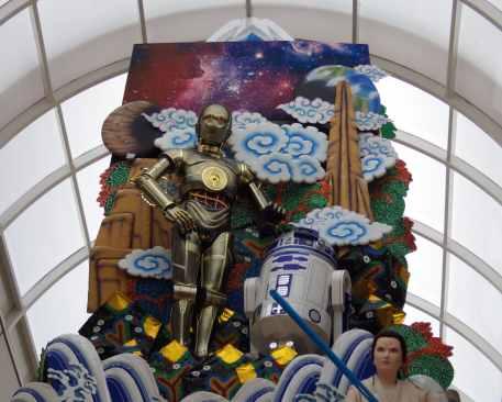 Fukuoka Star Wars Float - Threepio, Artoo