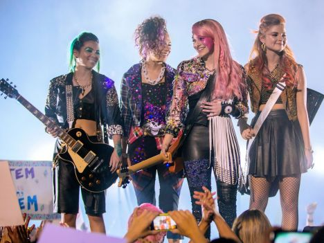 Jem and the Holograms (8)