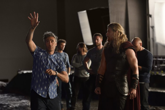 Thor Ragnarok BTS - Taika Waititi and Chris Hemsworth