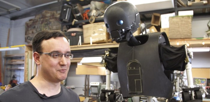 Rogue One - Life-Size K-2SO Puppet