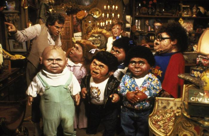 THE GARBAGE PAIL KIDS MOVIE, Anthony Newley (l.), Mackenzie Astin (back), 1987, ©Atlantic Releasing Corp.