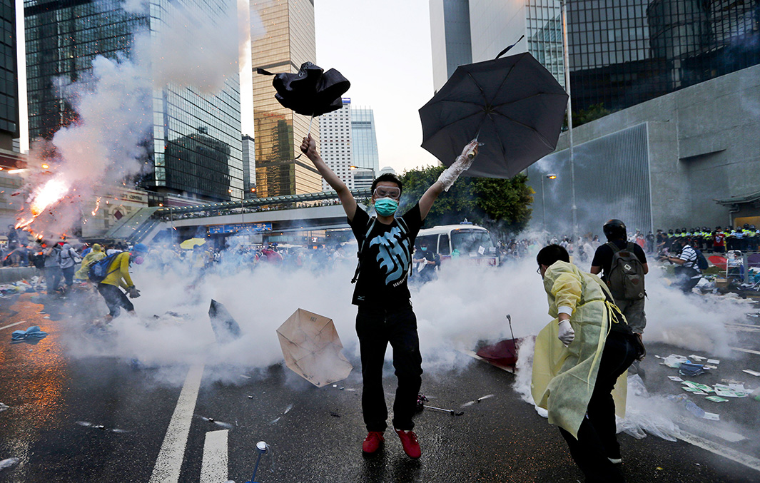 https://i1.wp.com/www.slate.com/content/dam/slate/articles/news_and_politics/foreigners/2014/09/hong_kong_pro_democracy_rallies/140929_FOR_HongKong-10.jpg.CROP.original-original.jpg