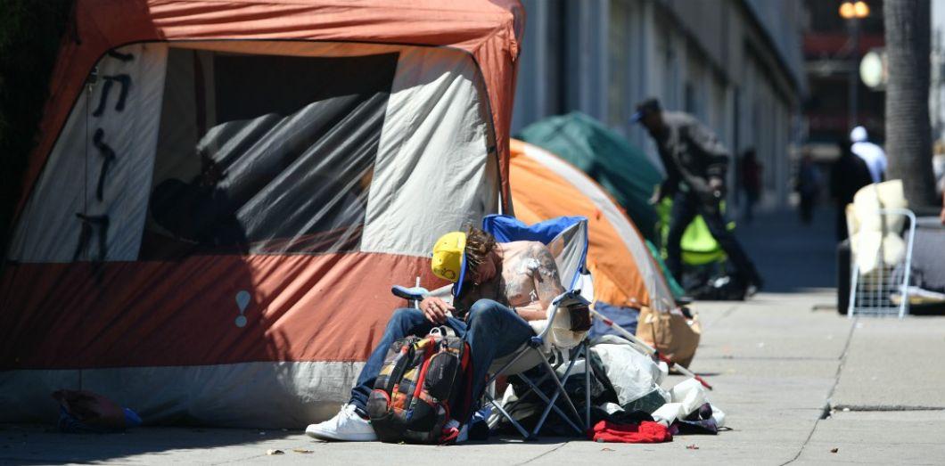 Une personne sans-abri à San Francisco en juin 2016. | Josh Edelson / AFP