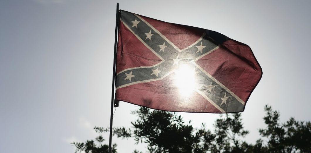 Le drapeau confédéré, symbole des Etats sudistes pro-esclavage. | Joe Raedle / AFP