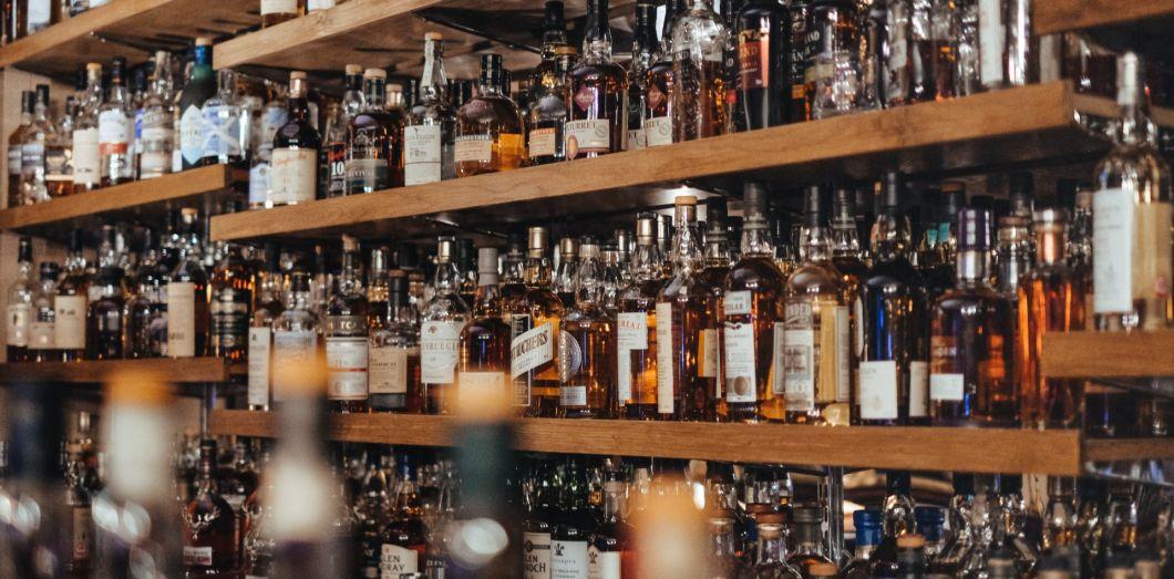 Un seul verre d'alcool augmente le risque de cancer du sein, de l'œsophage et de la bouche.|Adam Wilsonvia Unsplash.