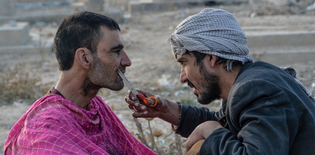 Les coiffeurs ou bains publics qui ne respecteront pas l'interdiction de couper la barbe seront punis selon les principes de la charia. |Noorullah Shirzada / AFP