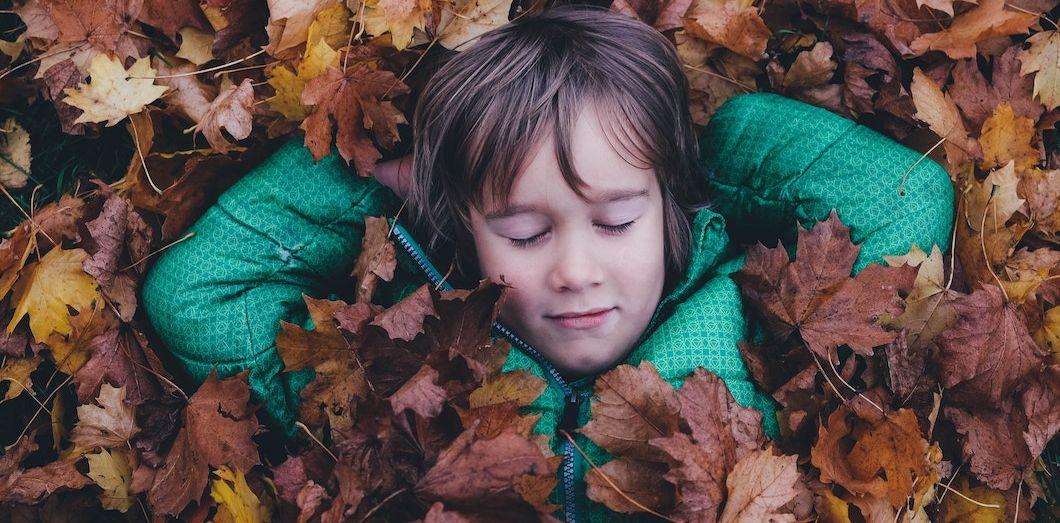 Ces siestes intempestives compensent une dépense d'énergie due à l'apprentissage du langage ou de la marche. | Annie Spratt via Unsplash