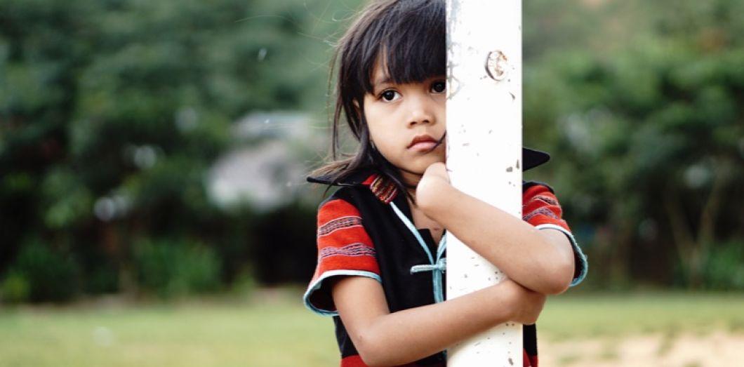 Des centaines d'enfants de la ville d'Angeles grandissent sans père. | Danh Vo via Unsplash