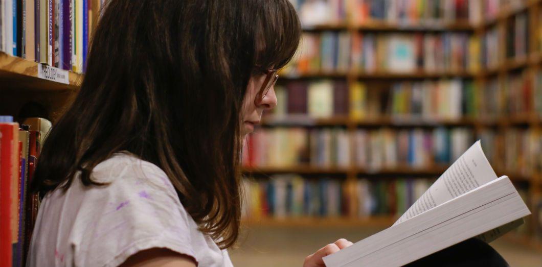 Parmi la population étudiante, 68,85% préfèrent imprimer les textes en format numérique avant de les lire. |Eliott Reyna via Unsplash