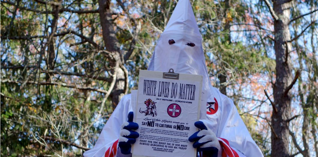 Un membre du Ku Klux Klan recrute, Hampton Bays, États-Unis, 2016 | William Edwards / AFP