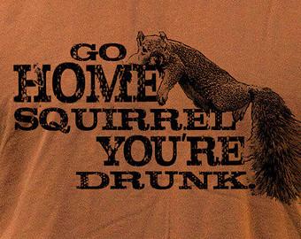 alkohol betrunkenes eichhörnchen