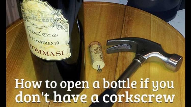 lifehacks weinflaschen öffnen ohne korkenzieher