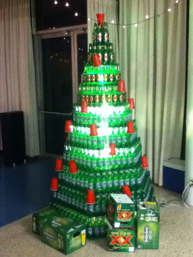 13 etwas andere weihnachtsb ume einen punkt f r for How to make a beer bottle christmas tree