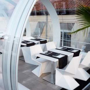 chaise-design-exterieur-blanche