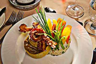gourmet meals at the Manoir du lac William