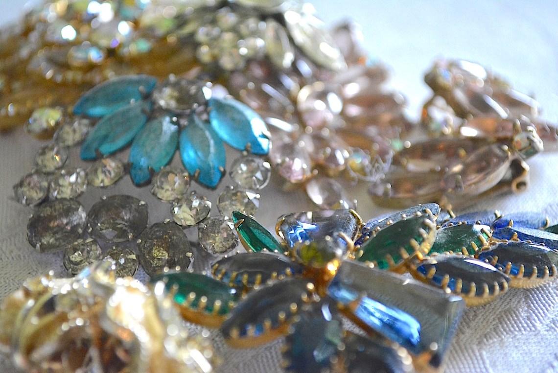 Vintage Jewelry, Vintage Accessories, Retro Jewelry, Old Jewelry, Retro Accessories, Vintage Fashion