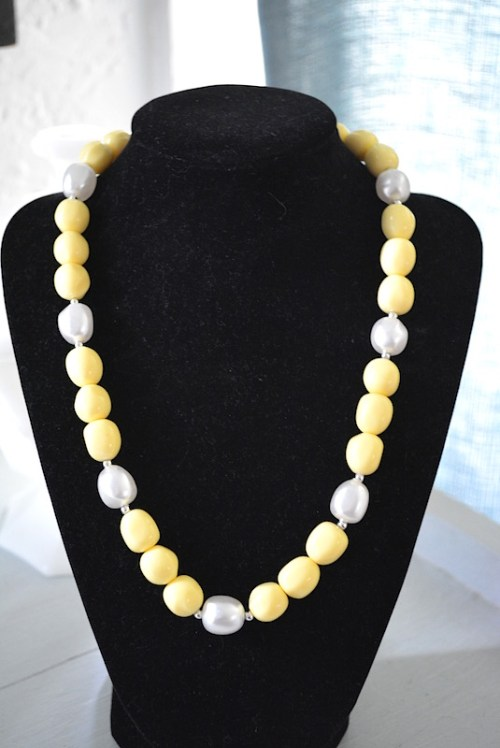 Pale Yellow Necklace, Daffodil Yellow, Beaded Necklace, Yellow Beaded Necklace, Vintage Necklace, Daffodils, Pale Yellow