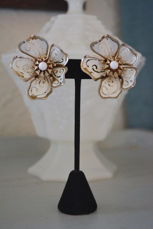 White Flower Earrings,Flower Earrings, Vintage Flower Earrings, Coro Earrings,Coro Vintage Jewelry,Signed Costume Jewelry