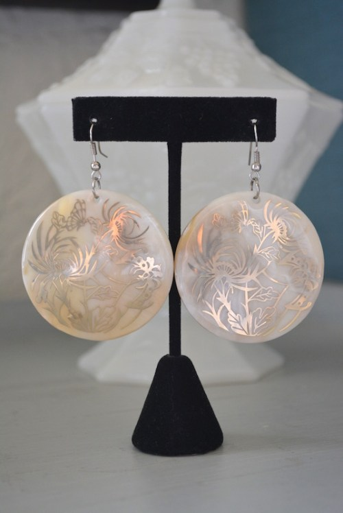 Shell Earrings,Ivory Earrings, Cream Earrings, White Earrings, Chrysanthemum Earrings,Flower Earrings, Garden Earrings