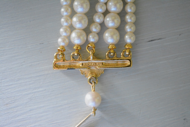 Leaf Pendant Pearl Necklace