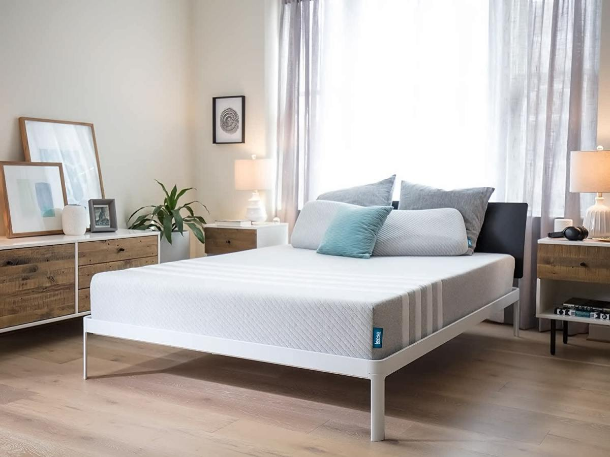 Leesa queen memory foam mattress
