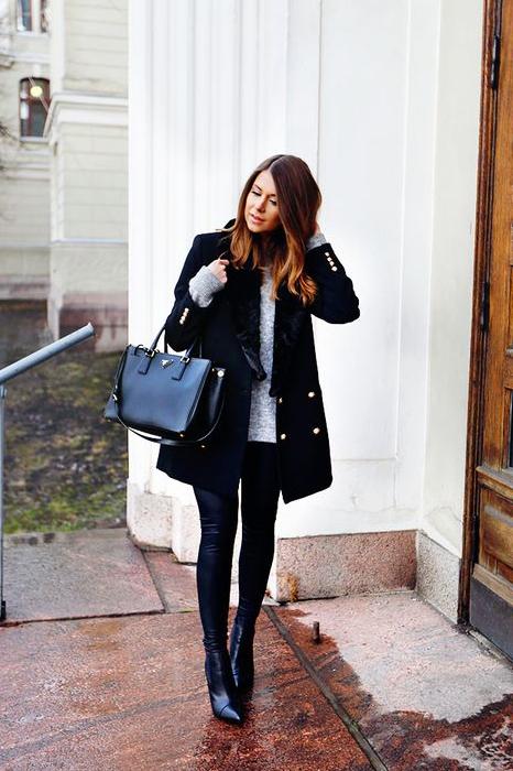Manteau noir avec détail doré