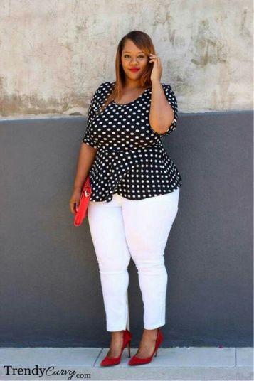 Trendy Curvy porte à merveille le pantalon slim blanc