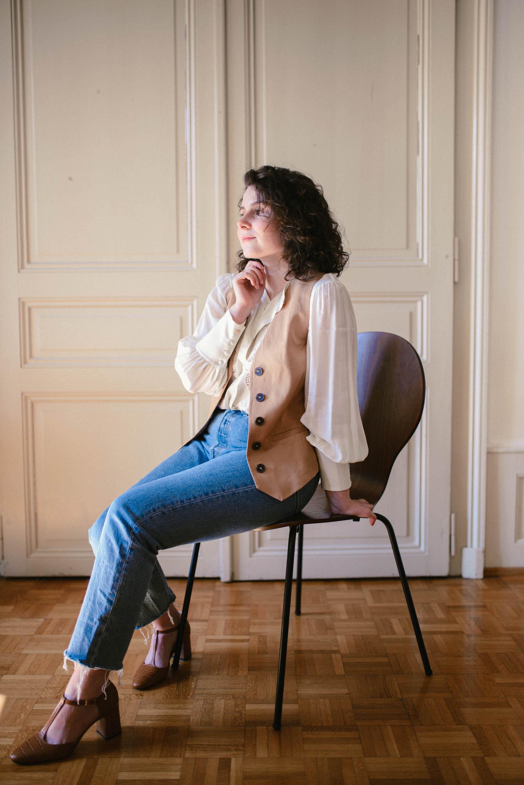 Comment porter le gilet sans manches ou en anglais le waistcoat sans ressembler à une serveuse? Je partages avec vous mes inspirations et des idées de tenues avec le veston! #style #ootd